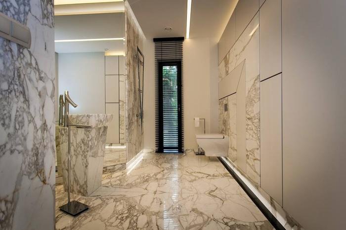 duża przestronna łazienka