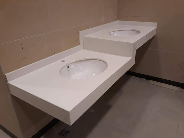 łazienka, dwie umywalki35