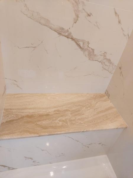 łazienka, jasny marmurowy blat 45