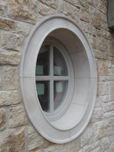 parapet, okrągłe okno 9